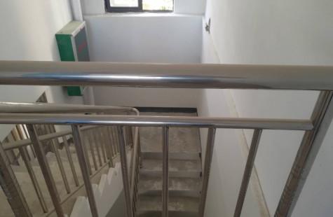 出租【万宁市区】100平两层的临街铺面 、靠近高铁站!